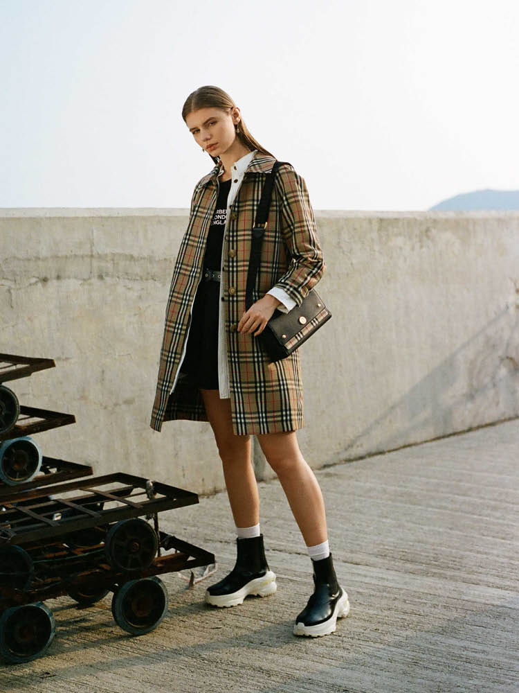 Shop the look BURBERRY STYLE / HBX   Photographer: Nosy Liu/HBX Stylist: Sharon Tsang/HBX